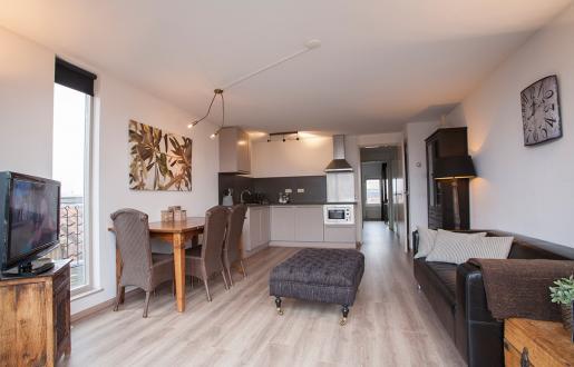 16E overzicht woonkamer en keuken penthouse Hotel de Tabakaplant centrum Amersfoort Long stay specialist