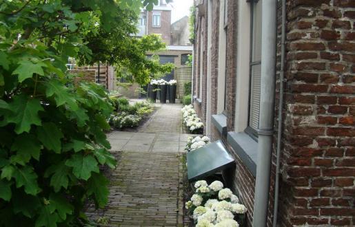 terras en tuin om ook te ontbijten hotel de Tabaksplant centrum Amersfoort