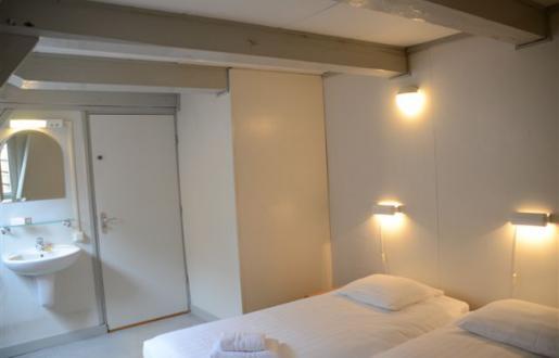 voordelig-overnachten-centrum-amersfoort- basic-2-pers-kamer-gedeeld-sanitair-hotel-de-tabaksplant.