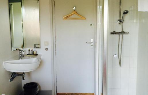 als-alleen-om-voordelig-slapen-gaat-basic-1-pers-eigen-douche-toilet-op-gang-hotel-de-tabaksplant-centrum-amersfoort