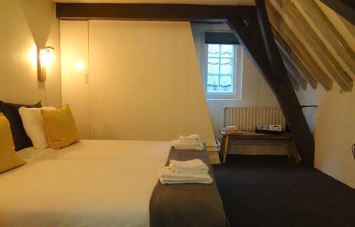 Basic room,shared bathroom/toilet, 2 pers. hotel de Tabaksplant Amersfoort