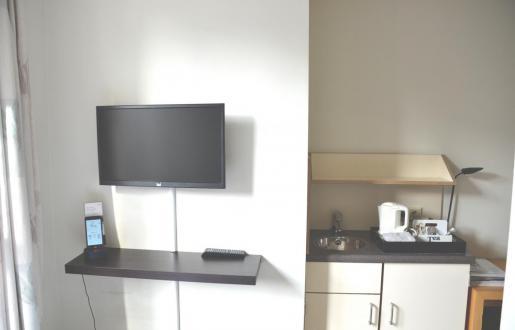 kleine knusse kamer 1 pers inclusief gebruik smartphone 'the handy'