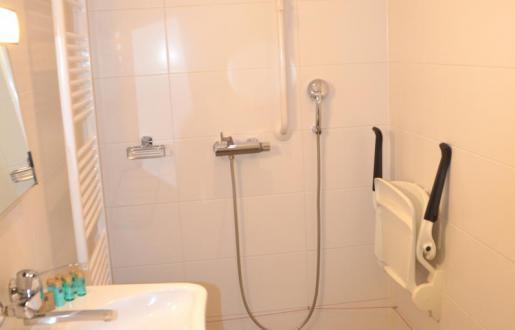 Comfort minder valide kamer badkamer ook geschikt voor valide personen