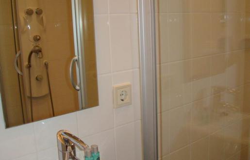 Badkamer En Suite : B b de vijf suites elp bedandbreakfast