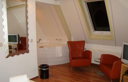 Suite met whirlpool hotel de tabaksplant amersfoort