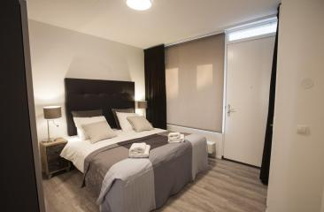 Bedroom long stay stationstraat open floor plan hotel de tabaksplant