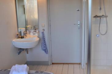 basis 1 pers. kamer met privé toilet op de gang, 1e etage Hotel de Tabaksplant Amersfoort