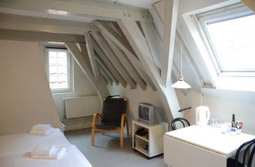 2-pers-basic-hotel-kamer-centrum-amersfoort-hotel-de-tabaksplant-gedeeld-sanitair