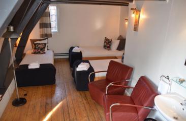 Basic Room 3 persons with shared bathroom facilities on the hallway Hotel de Tabaksplant Amersfoort