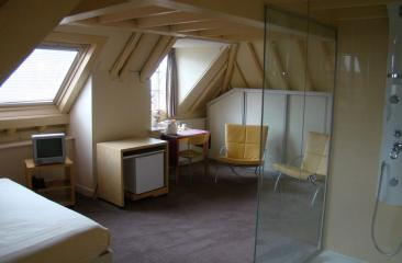 Suite glass design bruidsarrangement Hotel de Tabaksplant.
